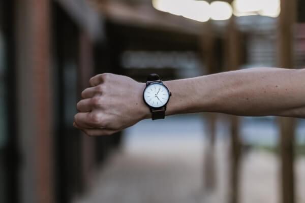Zegarek na prawym nadgarstku - na której ręce nosić zegarek