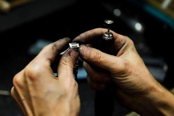 Zmniejszanie bransolety zegarka - sposoby
