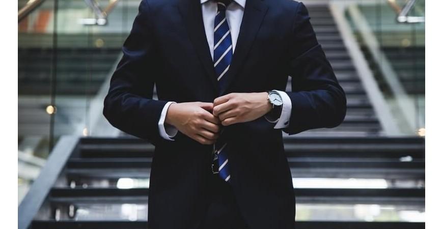 Jak nosić zegarek do koszuli? Poznaj praktyczne wskazówki!