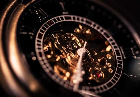 Budowa zegarka naręcznego, czyli z jakich elementów składa się zegarek